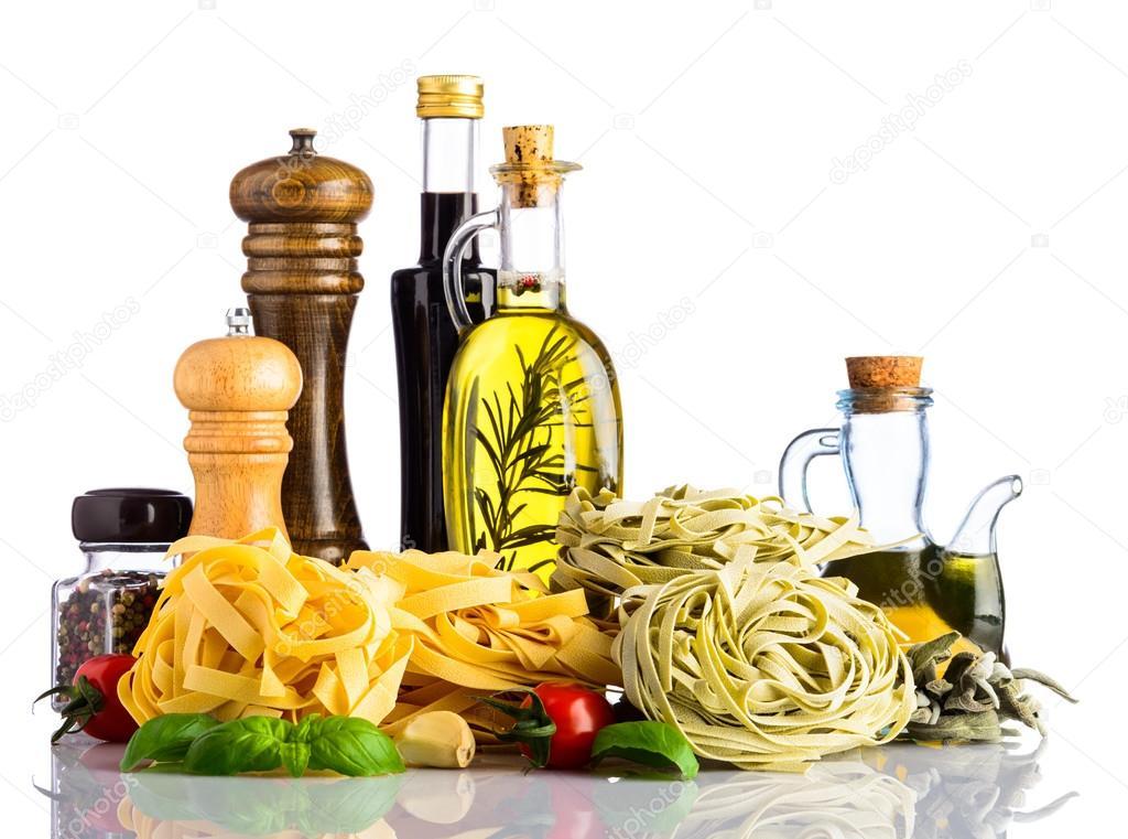 depositphotos_112077512-stock-photo-green-and-yellow-tagliatelle-pasta.jpg